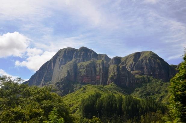 Spectacular hills of southwestern Santa Cruz. The boys were pretty sure that King Kong was filmed here.